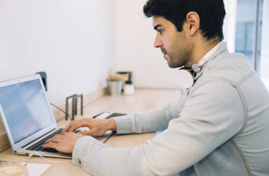 Vale a Pena Largar o Emprego e Investir no Próprio Negócio?